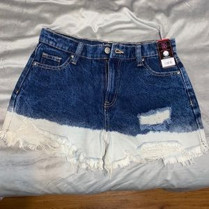Half bleached highwaisted shorts